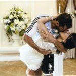 casal se beijando no casamento em Las Vegas