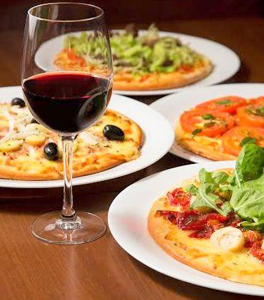 pizzas e vinho