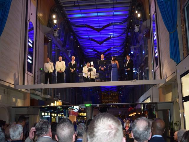 festa capitão do navio tripulação teto azul