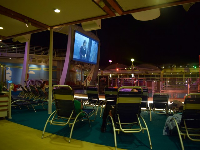 cinema piscina independence of the seas