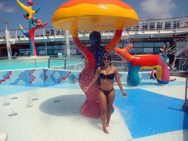 piscina rasa brinquedo molhado mulher de biquini