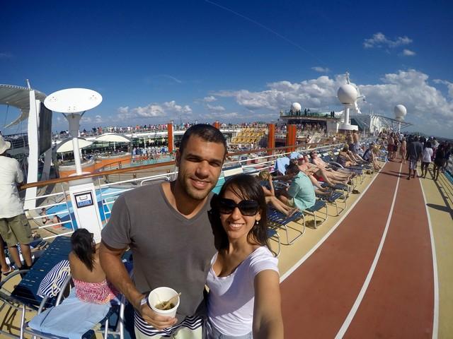 céu azul navio deck superior jogging