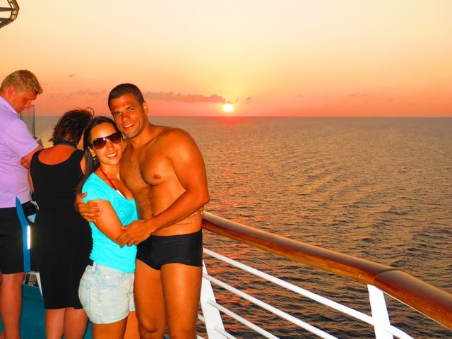 casal no navio por do sol em key west
