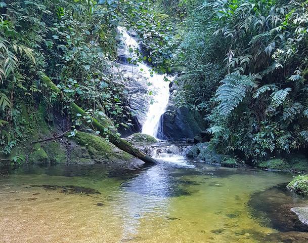 cachoeira da toca do vale do penhasco
