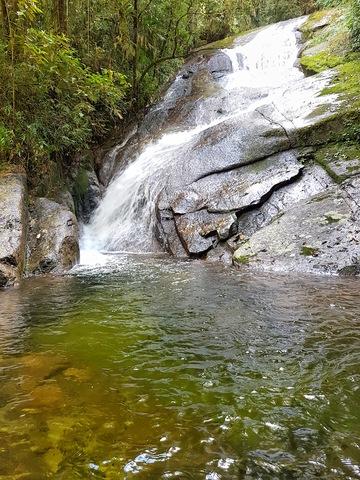 cachoeira do acude e seu poco transparente