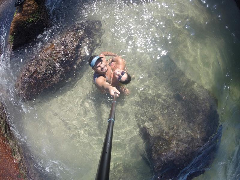piscina com água transparente