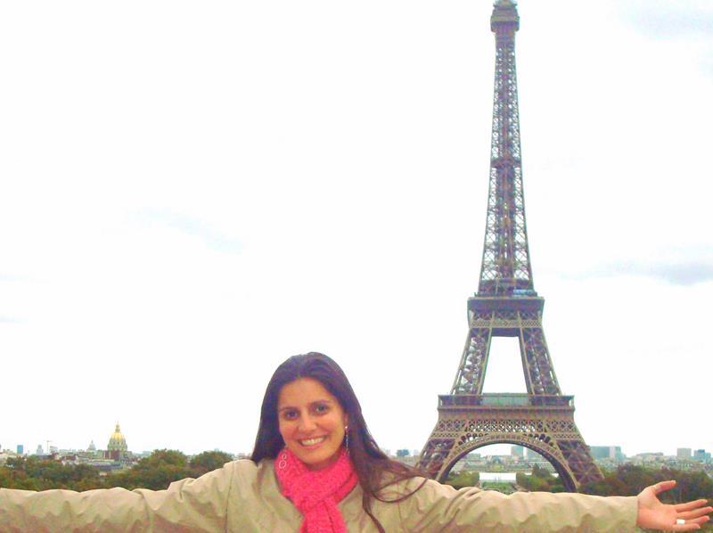 felicidade na torre eiffel