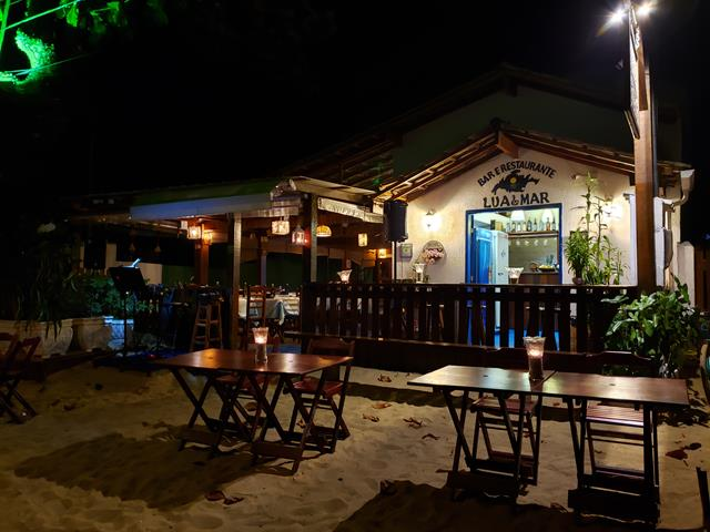 restaurante pe na areia abraao