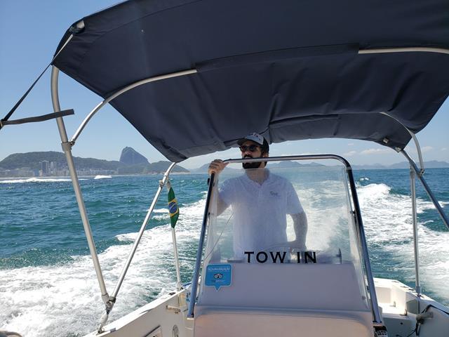 condutor passeio de barco