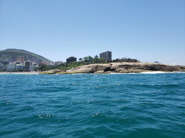 Pedra do arpoador vista do Mar