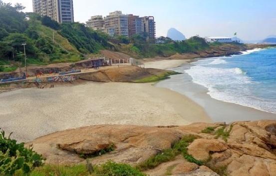Praia do Diabo durante a mare baixa