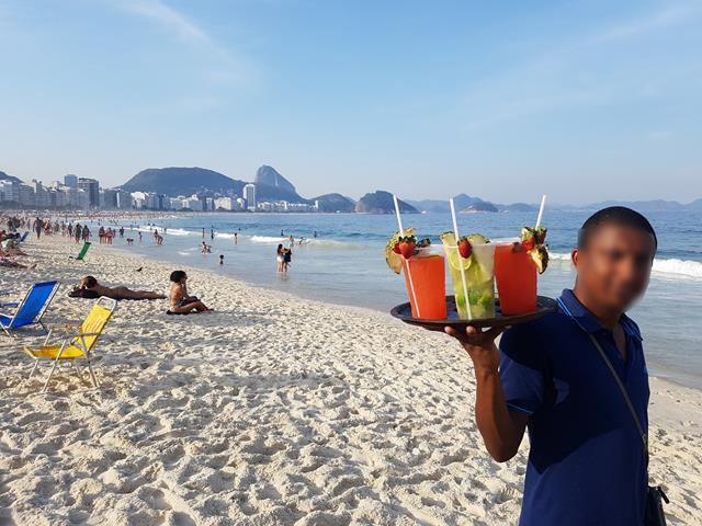 Caipirinha na praia de Copacabana