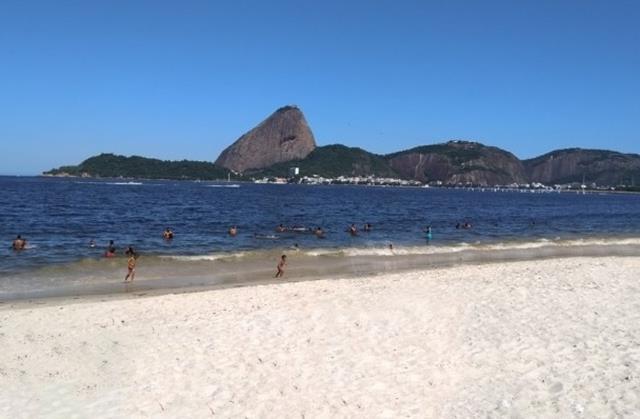 Praia do Flamengo areia branca