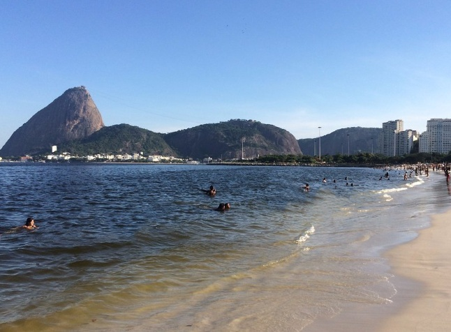 Praia do flamengo dia de sol
