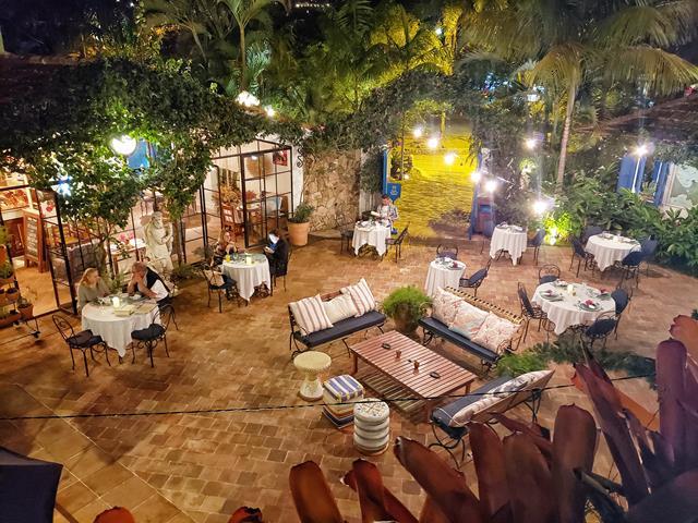 Noite-de-sabado-na Vila-da-santa