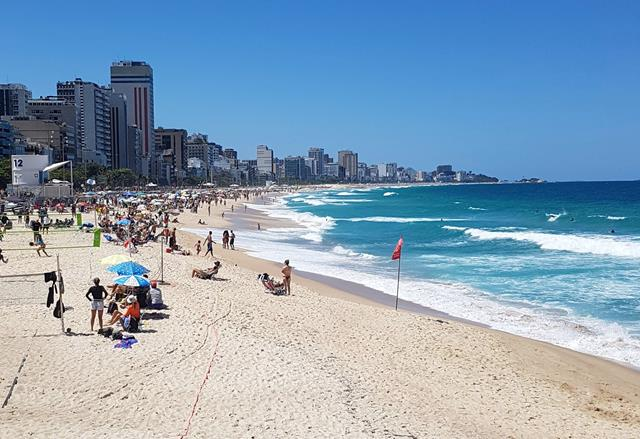 Praia do Leblon perto de Copacabana