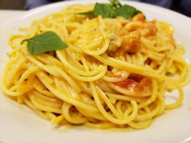 Spaghetti Flambado no queijo grana Padano