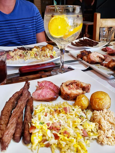 Churrasco misto com drink