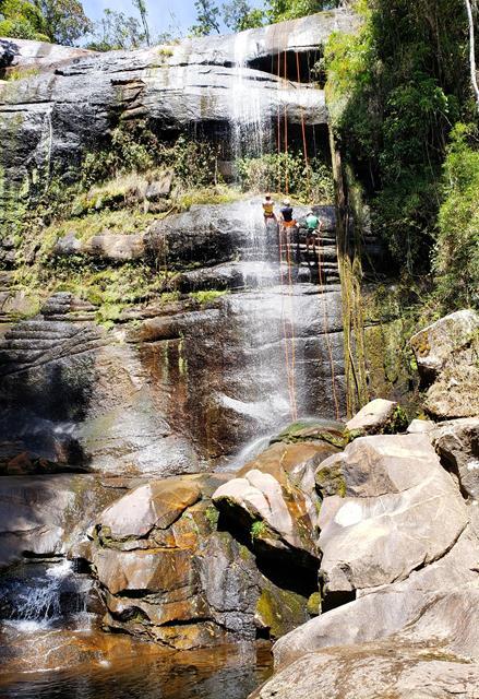 Rapel no paredao da cachoeira da Macumba