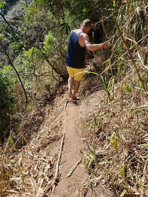 Tenha cuidado na trilha